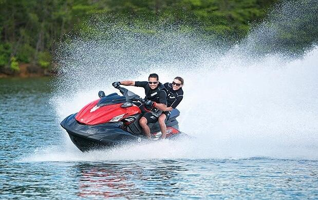Excursión en moto acuática de 25' o 50'