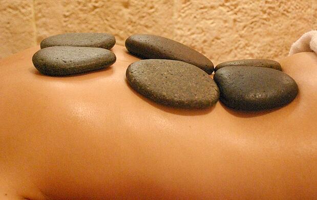 Masaje relajante de piedras calientes (50min)