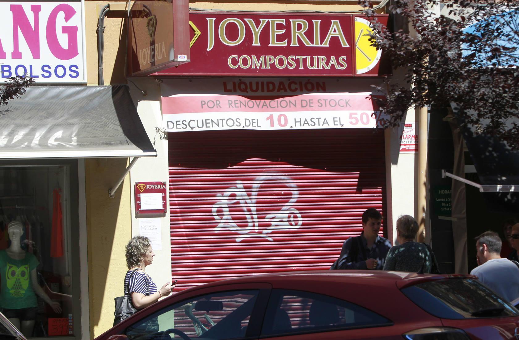 Atracan a una joyera en su casa de Valencia y tirotean al marido para robarles