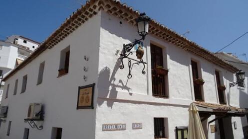 Plan para 2 en El Borge: 2 noches con desayuno + visita guiada