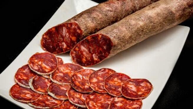 Jamón de Guijuelo: cebo 50% raza ibérica (8 kg) + lote de ibéricos de 1 kg